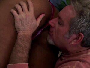 Fanfarrão, Maricas, Engatilhado Por Um Homem Mais Velho. Porn