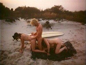Sexo Ao Ar Livre Na Praia Duas Raparigas A Três De 1979 Porn