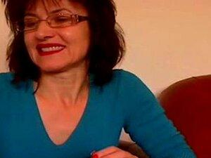 Cam Sem Som: 52 Anos Vovó Joyce Na Webcam Em Casa Porn