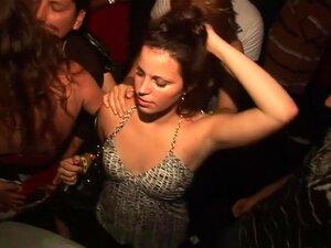 Incrível Estrela Pornô Em Striptease Louco, Grandes Mamas Cena De Sexo, As Lésbicas São Tão Criativas, Como Você Vai Ver Em Breve Nesta Cena, Onde Eles Estão Dançando Para A Música, Enquanto Balançando E Balançando Seus Booties E Hooters Até Que Uma Loira Porn