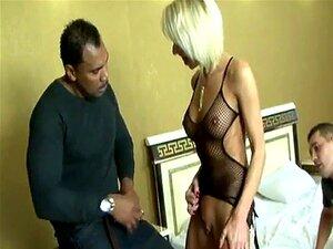 A Mulher Da MILF Fica Com A Pila Negra Em Todos Os Buracos. Porn