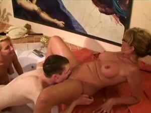 O Velho Rapaz De 18 Anos é O Primeiro A Foder De 2 MILFs 1 Porn