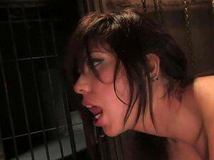 Satine Phoenix, Satine Phoenix é Apaixonado Sobre BDSM. Como Um Lifestyler, Ela Era Uma Escrava Collaris Durante Seis Meses. Querendo Trabalhar Com Mark Davis, Há Anos, Ela Finalmente Consegue A Chance Para Apresentar E Ser Comido Por Ele. Nós A Colocamos Porn