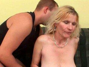 Mãe Mais Velha Com Peitos Grandes E Buceta Peluda Obtém Facial Porn