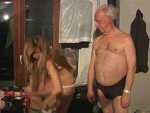 Vovô Abençoado Por Buceta Quente Russa Porn