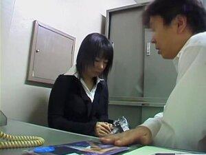 Quente Jap Garota Tiras Para Seu Chefe No Spy Cam Asiático Vídeo, Muito Quente Japonês Garota Tiras De Fort Seu Chefe No Escritório E Tudo Fica Preso Em Uma Câmera Escondida. Ela Parece Bem Fodível E Mais Do Que Ansiosa Para Experimentar Algo Mais Do Que  Porn