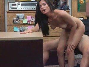 Linda Morena Dos Santos Alexis Perfuraram Na Mesa Na Loja De Penhores Porn