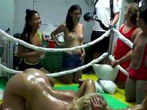 Universitárias Nuas E Luta Livre Na Festa Do Quarto Dormitório Porn