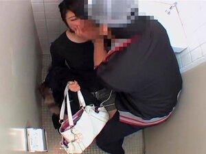 """Vagina Muito Fodido Rígido Por Dick Japonês Em Banheiro Público, Japonês Picas Dura O Tempo Todo E Vadias Adoram Ser Fodido Por Eles Em Banheiros Sujos. Neste Filme Pornô """"voyeur"""", Uma Mulher Asiática Obtém Ao Clímax Após Sua Boceta é Perfurada  Porn"""