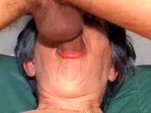 A Avozinha Ordinária Faz Sexo Anal À Primeira. Há Uma Primeira Vez Para Tudo E Esta é A Primeira Vez Que Esta Vovó Está Recebendo Sexo Anal Porn