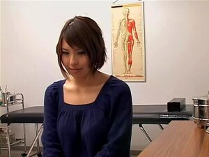 Peituda Japonês Brincaram Duro Durante O Exame Médico, Simplesmente Irresistível Babe Busty De Japonês Passou A Ter Seu Bichano Verificado, Mas Este Exame Ginecologista Era Um Pouco Diferente. Ela Levantou Um Brinquedo Vibrando A Cona Peluda E Isso Lhe Ag Porn
