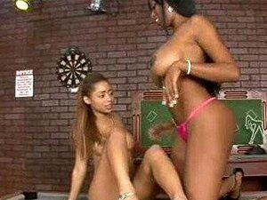 Namoradas Lésbicas Negras Com Tesão Brincarem Com Vibrador Grande Porn
