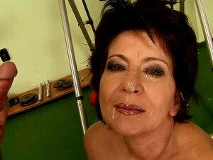 Madura Vadia Katala Recebe Seu Bichano Peludo Comeu Por Trás Em Um Ginásio Porn
