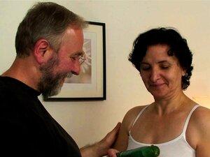 Peludo Buceta Velha Mulher Em Lingerie Branca Dupla Penetração Porn