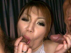 Um Trabalho De Pés Japonês Zeloso. A Marota Japonesa Espanta-me Com Um Trabalho De Pés Lascivo. Porn
