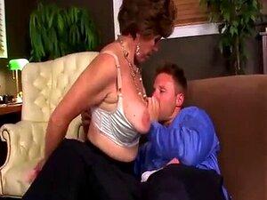 Um Galo Novo Chupado Pela Avó MILF. Porn