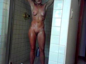 Mulheres Nuas Nos Chuveiros Da Piscina, Câmara Escondida Foi Colocada Onde Um Grupo De Mulheres Nuas Está Tomando Banho Depois De Um Longo Mergulho Na Piscina Local E é Muito Quente Ver Tantos Corpos Nus Diferentes De Mulheres Mais Jovens E Mais Velhas Ju Porn