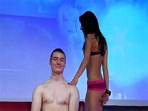 Stripper Magro Fazer Uma Lap Dance Porn