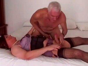 Velho Com Travesti Porn