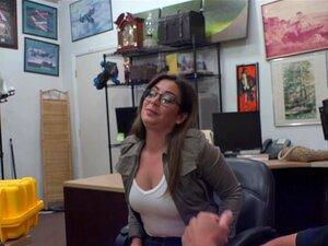 Charlie Harper Em Frenchy Para Um Voo-XXXPawn, Bon Jour Friends. Sou Eu, O Sean, O Teu Amigo Dono Da Loja De Penhores Do Bairro E Produtor De Filmes Pornográficos. Hoje Tenho Um Grande Episódio Para Vocês. Então, Batemos à Porta, E é A Morena Sexy Com Um  Porn
