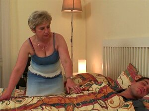 Mulher Encontra A Mãe E O Namorado Porn