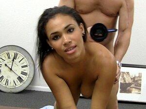 Kristy Movie-BackroomCastingCouch, Recebeu Uma Lap Dance De Kristy Em Um Clube De Strip Nos Arredores Da Cidade (também Conhecida Como Desperate Dancer Heaven), Onde Ela Trabalha. Convenceu-a A Vir Ao Escritório Comigo Durante A Pausa Para Fazer Uma Audiç Porn