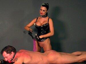 BDSM XXX Amante Bate Seus Escravos Antes De Tomar Uma Boca Cheia De Esperma Quente Porn