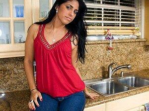 Cigana Atrevida, Cigana é Meio Cubana Metade Peruana Com Um Futuro Brilhante à Sua Frente. Ela Está Um Pouco Nervosa Para Entrar No Negócio, Mas Ela é Resistente E Pronta Para Saltar Para A Boca Primeiro. Tudo O Que Foi Preciso Para A Gypsy Ficar Confortá Porn