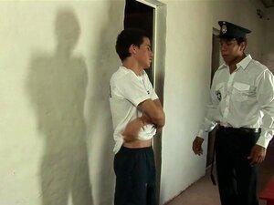 RaunchyTwinks Vídeo: Twink Fodido Duro Na Prisão, Twink Jovens é Forçada A Ficar Nua E Se Curvar-se Para Receber O Seu Castigo! Ele Tem Sido Um Menino Muito Mau E Este Excêntrico Policial Quer Mostrar A Ele Que é Bom. Esperma Dentro E Desfrutar Desta Cena Porn