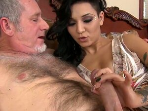 A Puta Tatuada é Uma Treta E é Apanhada. Busty And Very Hot Tattooed Broad Gives A BJ And Fodes An Older Chap In This Hardcore Sex Video And It Looks Very Nice. Porn