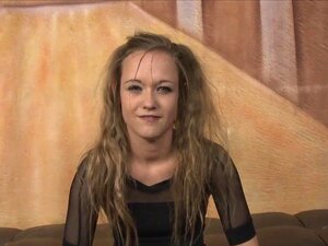 21 Anos, A Puta Tímida Keegan Kade Enfrenta Dois Galos Ao Estilo Da Cara. Porn