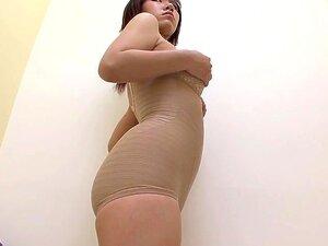 Câmera De Espião Lingerie Mudança Sala Mostra Uma Menina Asiática Em Topless Porn