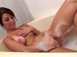 Morena Do Bathtube Porn
