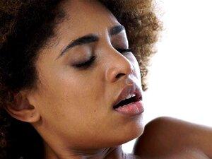 Bastante Afro Ebony Jizzed. Muito Afro-ébano Embebido Em Jizzed Durante A Massagem Sensual Porn