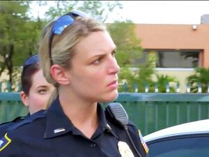 Sexo Crazed Policiais Do Sexo Feminino Fuck Criminal Com Grande Arma Preta Porn