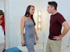 Mãe Desce Em Chupar Depois Filha Lutas Com BF Porn