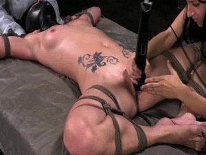 Spreadeagle Amarrado Vibrador Sub No Clitóris Porn