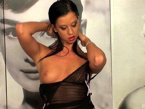 Larissa Dee Gosta De Brincar Com O Vibrador Para Os Seus Fãs. Porn