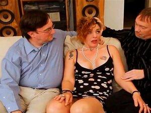 O Marido Derruba A Esposa Nasty Creampie. O Dirty D Fode-os Com A Mulher Excitada E Dá-lhe Um Tiro Na Cona! Quando Ele Tira A Pila A Pingar, O Marido Dela Ajoelha-se E Suga O Esperma!! Porn