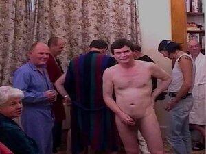 Dez Boyz Fodem Uma Loura Mais Nova Com Anal, Um Grupo De Rapazes Velhos Fazem Sexo Com Uma Loura Britânica Mais Nova. Porn