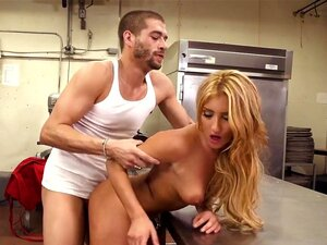 Addison Ryder & Xander Corvus Em Cream On Top, Addison Ryder Tinha Uma Queda Pelo Bonitão Que Trabalha Na Padaria Ao Fundo Da Rua, E Sabia Exatamente Como Obter Sua Atenção. Depois De Lhe Dar Um Pouco De Açúcar Sexy Atrás Do Balcão, A Addison Levou-o Para Porn