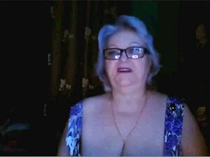 Ex-professora Da Avó Russa A Mostrar As Mamas Grandes Na Webcam. Porn