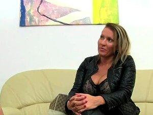 Mulher Madura Penetrar No Sofá De Couro Porn