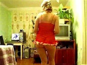 Tiras De Mulher Mais Velhas Mulher Mais Velha Nua, Branca Tiras De Sua Lingerie Vermelha E Danças Em Torno Do Quarto Completamente Nua, Ela Fica Muito Brincalhão Neste Caseiro Amador Vídeo. Porn