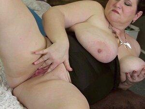 A Big Mama Peito Brincando Com Sua Buceta Velha Porn