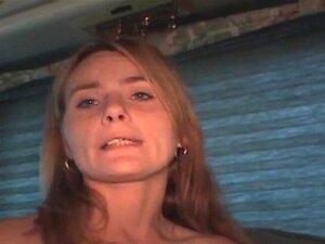 Prostituta Loura Drogada A Chupar Pilas E A Assumir O Ponto De Vista Facial. Puta De Rua Loura Suja, Drogada E Drogada A Chupar No Pau E A Tirar Fotos Faciais Ao POV. Porn