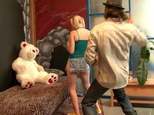 A Fabulosa Estrela Porno Rylie Richman Em Filme De Sexo Facial, Loira E Louca, A Rylie Richman Fica Sempre Com As Pilas Dos Brancos Quando Se Aproxima Dela Para Ter Um Encontro Sexual, Porque Ela Não Consegue Dizer Não A Um Pénis Caucasiano. A Sua Rata Já Porn