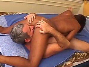 Um Homem Mais Velho Fode Um Belo Brasileiro., Porn
