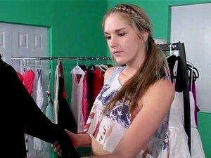 A Estrela Porno Jelena Jensen Fode A Cabra Da Loja. Naturalmente Busty Pornstar Jelena Jensen Fode A Puta Da Loja Rude Jessi June No Vestiário Porn