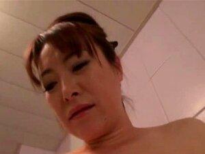 Mulher Asiática A Derramar O Leite Materno Porn